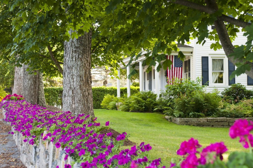 Copy (2) of flowers flag white colonial home 1629 x 1082